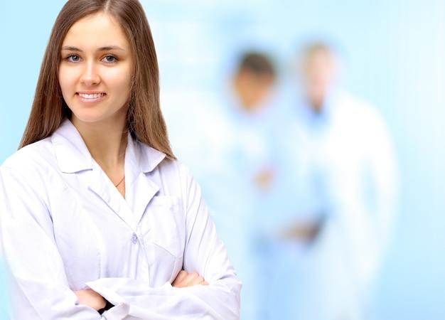 Retrato de mujer médico en el hospital