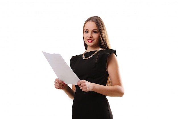 Retrato de mujer de negocios de sonrisa con pizarra en blanco sobre fondo blanco aislado. modelo femenino con cabello largo.