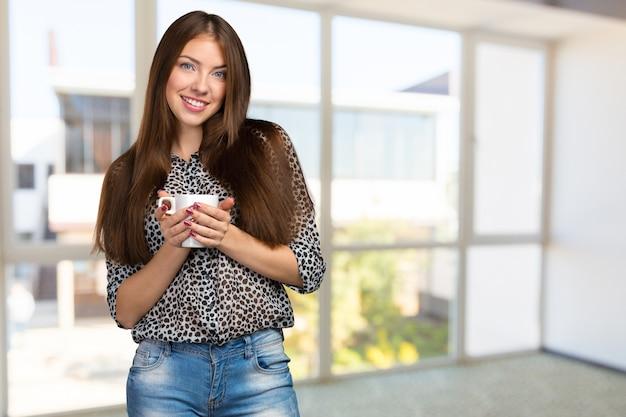 Retrato de mujer de negocios con taza