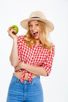 Retrato de mujer de país con manzana en blanco.