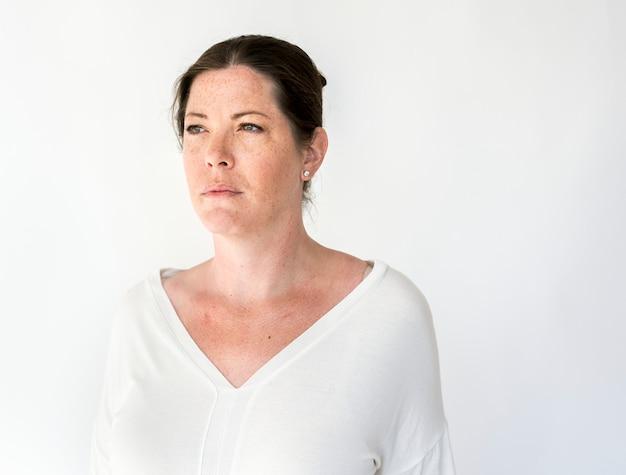 Retrato de una mujer con pecas