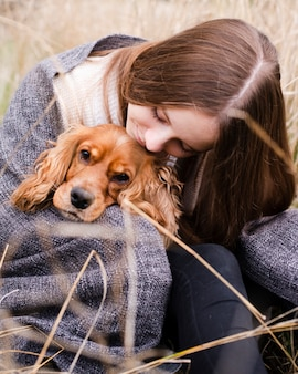 Retrato de mujer con su perro