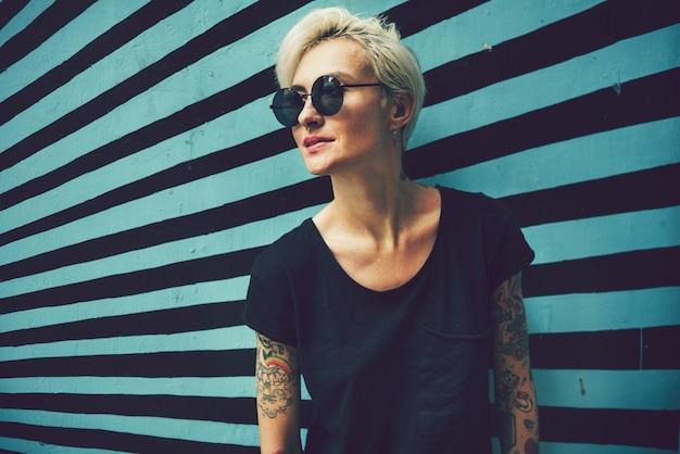 Retrato de una mujer tatuada