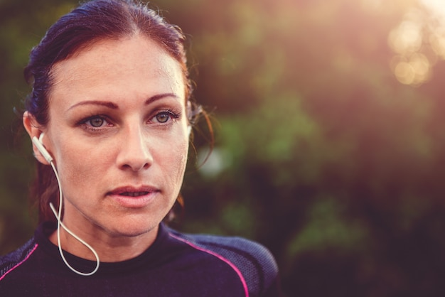 Retrato de mujeres fitness descansando