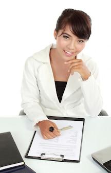 Retrato de mujeres de negocios trabajando