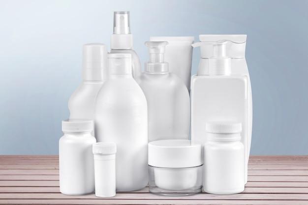Retrato de naturaleza muerta de un grupo de envases de productos. aislado sobre blanco