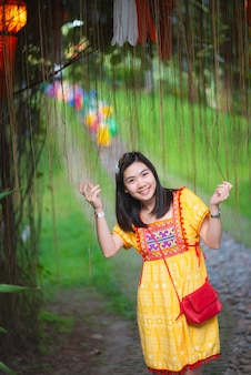 Retrato de niña de asia en tailandia