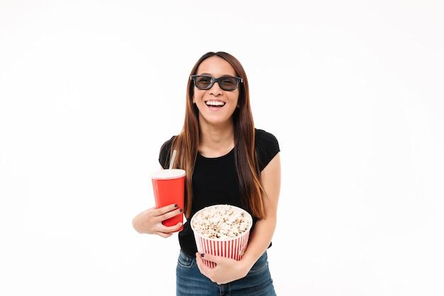 Retrato de una niña asin riendo en gafas 3d