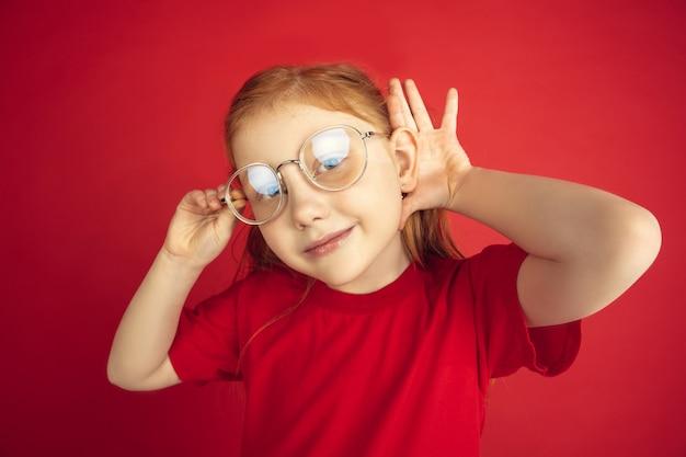 Retrato de niña caucásica