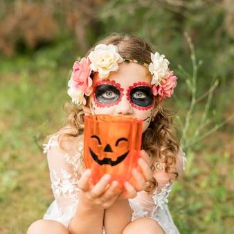 Retrato de niña con disfraz de halloween