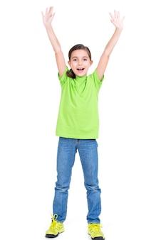 Retrato de niña feliz riendo con las manos levantadas - aislado sobre fondo blanco.
