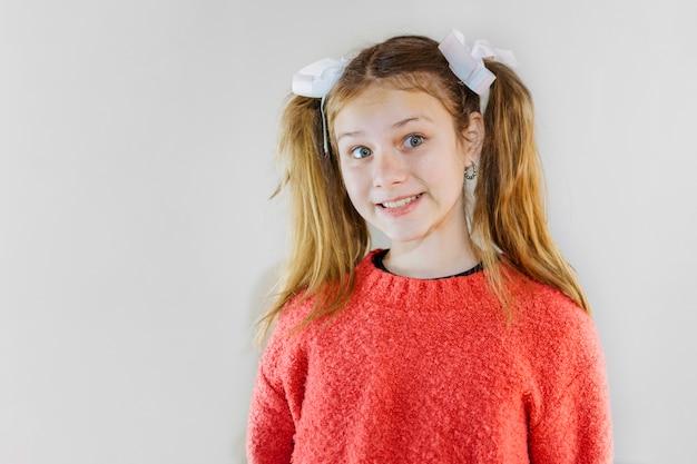 Retrato de una niña feliz