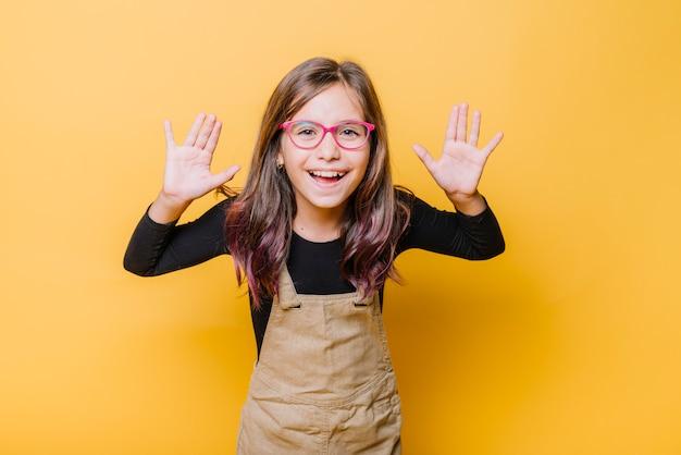 Retrato de niña feliz