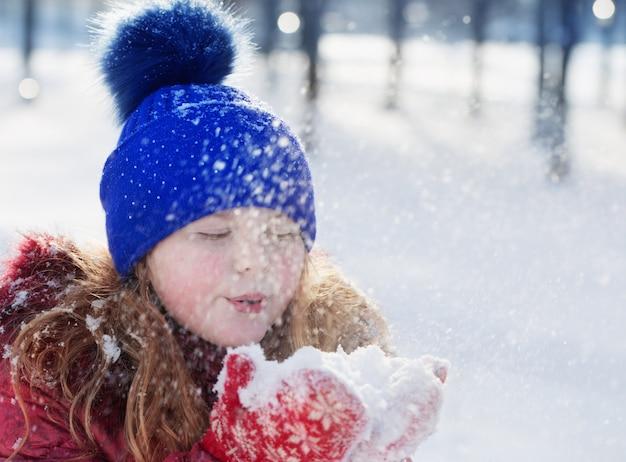 Retrato de niña en invierno