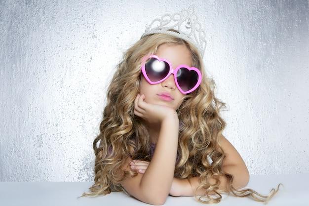 Retrato de niña princesa pequeña princesa de la moda