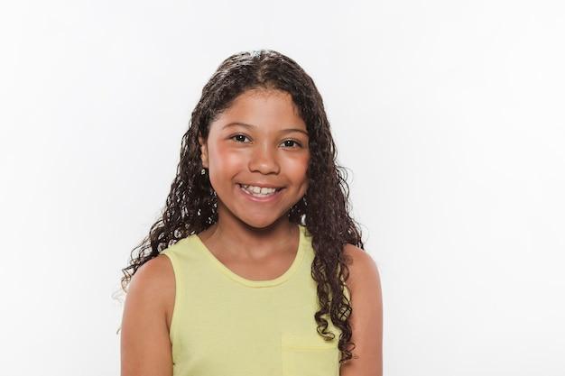Retrato de una niña sonriente