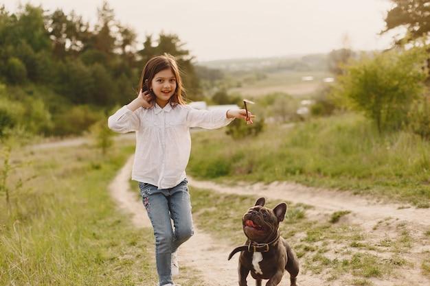Retrato de una niña con su hermoso perro