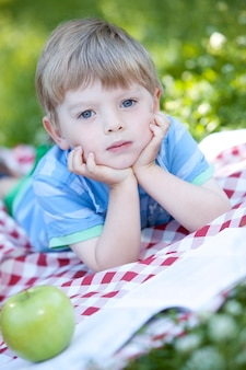 Retrato de niño lindo