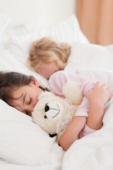Retrato de niños durmiendo Foto Premium