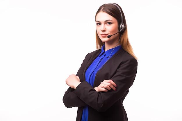 Retrato de operador de telefonía de soporte alegre sonriente feliz en auriculares, aislado en la pared blanca