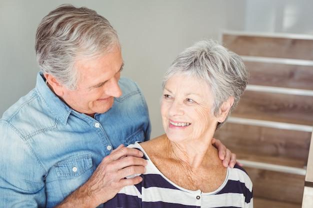 Retrato de pareja romántica senior