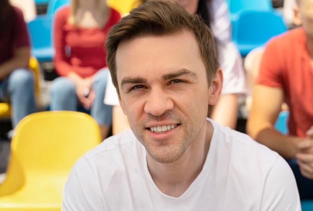 Retrato de persona en un partido de fútbol