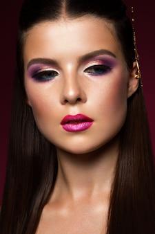 Retrato de rostro de mujer de belleza. mujer hermosa modelo con piel limpia fresca perfecta