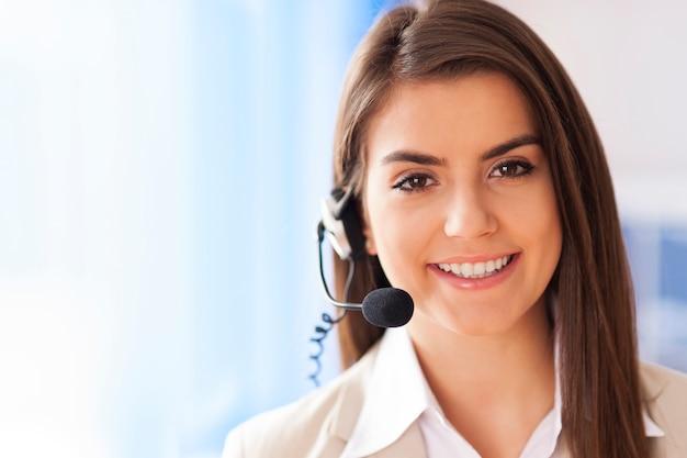 Retrato de servicio al cliente trabajadora