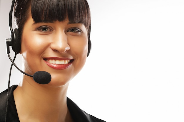 Retrato de smilg atención al cliente trabajadora telefónica