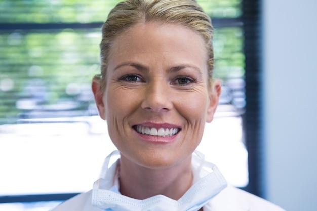 Retrato, de, sonriente, dentista