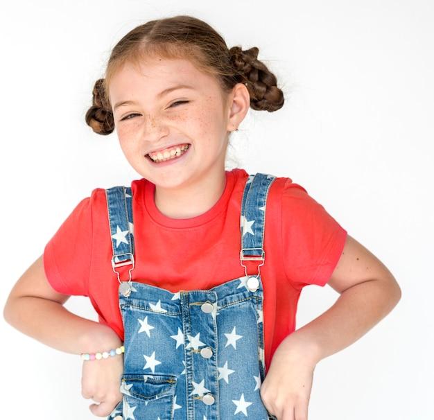 Retrato sonriente del estudio de la felicidad de la niña