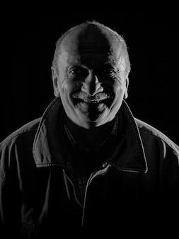 Retrato, de, sonriente, hombre mayor
