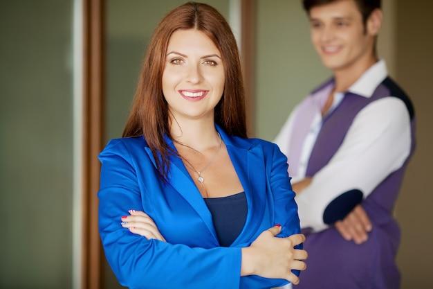 Retrato de sonrientes empresarios