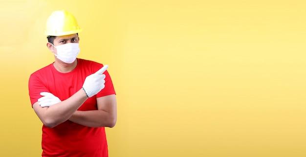 Retrato de un trabajador industrial o ingeniero que trabaja como arquitecto constructor