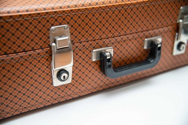 Retro vintage maleta de un viajero. cierre de maleta de cuero vintage.