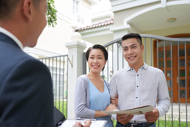 Reunión con agente inmobiliario