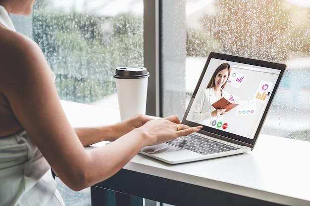 Reunión de e-learning y presentación de negocios en línea