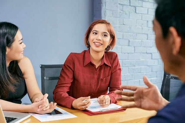 Reunión de negocios con socios