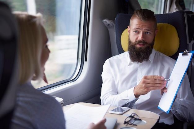 Reunión de negocios durante el viaje.