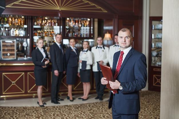 Reunión de personal en hotel y restaurante.