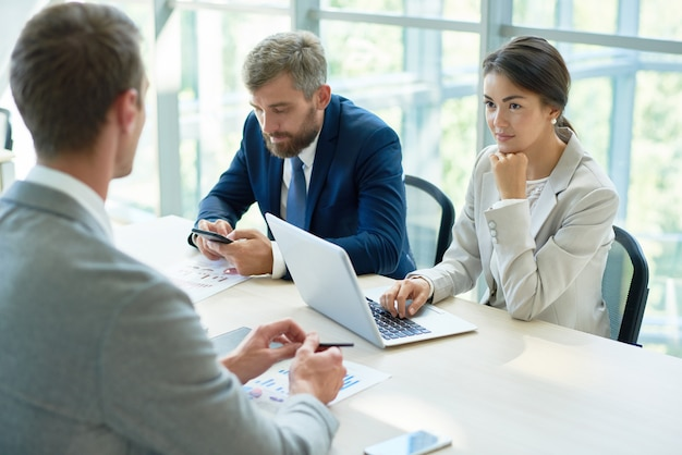 Reunión de personas en negocios