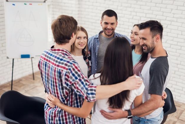Reuniones en grupos de apoyo de apoyo.