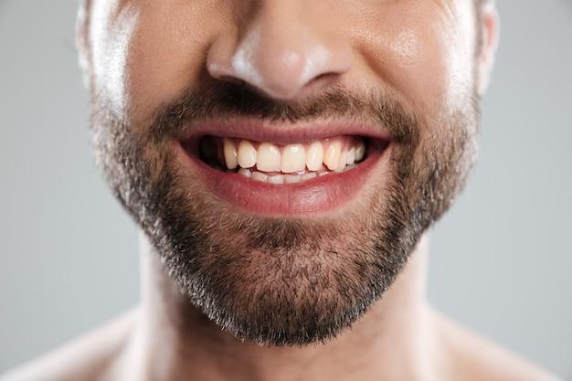 Riendo la cara del hombre