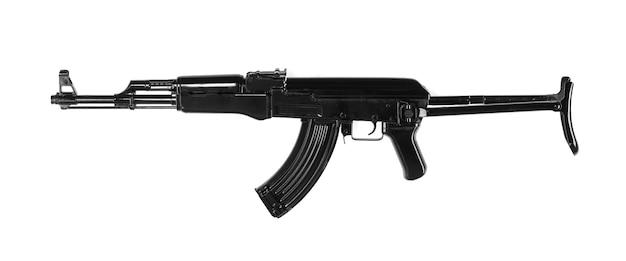 Rifle de asalto ak47 negro aislado sobre fondo blanco.
