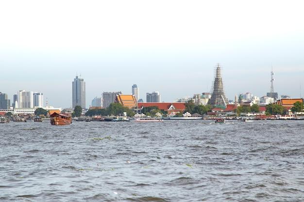 Río chao phraya en bangkok