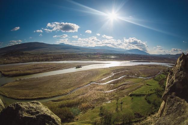 El río kura o mtkvari, georgia