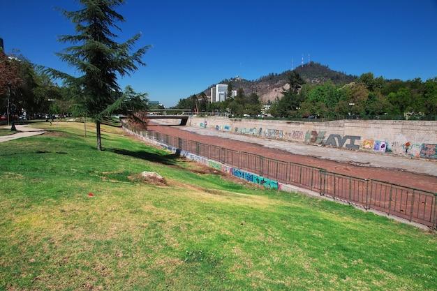 Río mapocho en santiago, chile