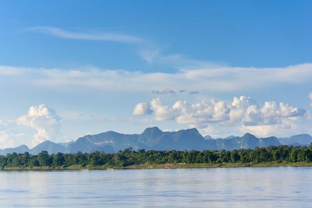 Río mekong y bluesky, tailandia