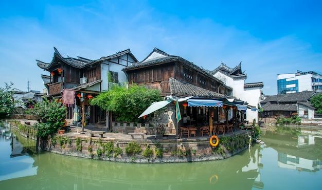 Ríos y casas antiguas en pueblos antiguos de la provincia de zhejiang