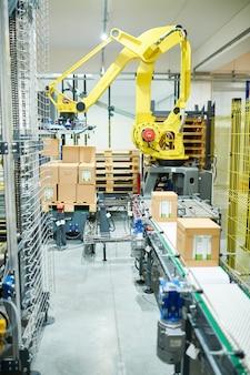 Robot de picking industrial en el trabajo
